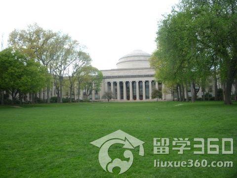 我走在麻省理工学院的校园里