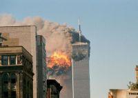 9.11事件中正在坍塌的世界贸易中心双塔