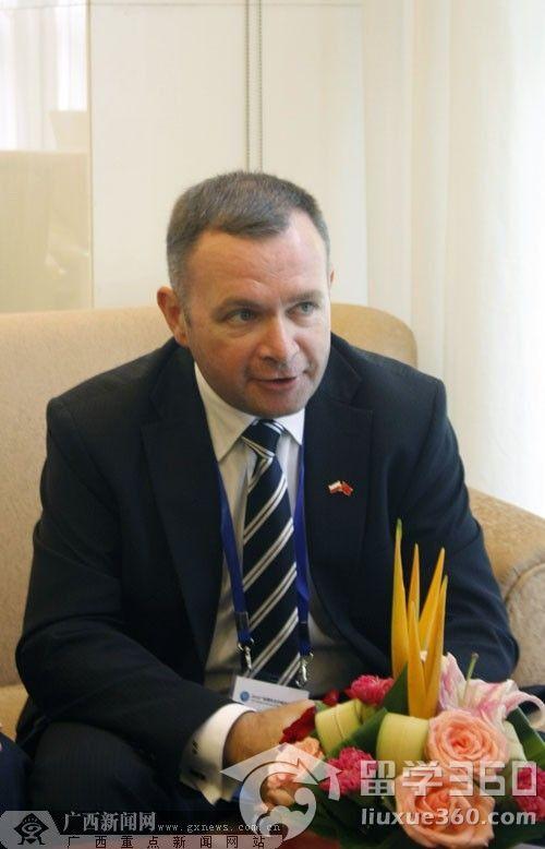 访波兰友人:与友城互派留学生是双方共同的愿望