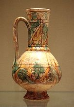 出土的14世纪花瓶