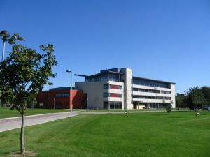 梅努斯大学