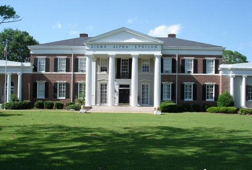 佐治亚大学于1785年最早被特许,但是直到1801年才开始上课.图片