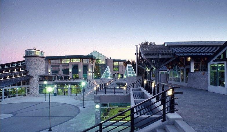 加拿大留学:北英属哥伦比亚大学位置和校园环境