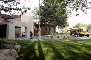 加拿大留学:哥伦比亚高中位置和校园环境学院电话铁岭翔宇图片