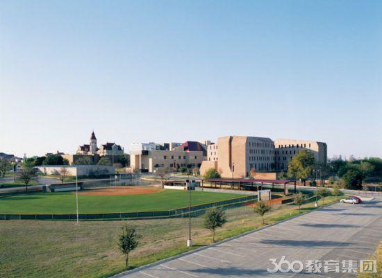 360教育集团介绍:圣爱德华大学是一所小型的罗马天主教大学,坐落在德克萨斯州奥斯丁市中心,成立于1885年,是闻名全美的自由艺术学府。 学校设有行为与社会科学学院、工商管理学院、教育学院、人文学院、自然科学学院五大学院,同时开设成人本科项目和研究生项目,是一所综合性的私立大学。所开设的专业有教育学、英国文学、英语写作与修辞、语言学、文学研究、艺术、传媒、音乐、戏剧艺术、哲学、生物信息学、化学、计算机科学、数学、自然科学、心理学、刑事司法、社会科学与政策、全球化研究、国际关系、政治科学、社会学、咨询服