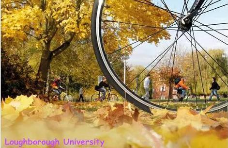英国大学校园的秋天,天么蓝