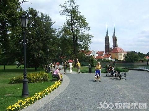 波兰本科留学入学要求高不高