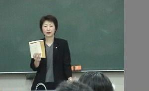 据360教育集团介绍,首先要申请是语言学校,然后在参加日本留学生统一考试,才能读大学,而申请语言学校需要在国内接受满12年的基础教育,这样才有资格办理高中生去日本留学。