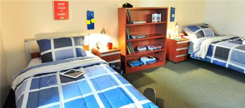 在美国大学中,大部分学生都是住在学校宿舍或者