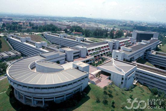 據留學360介紹,新加坡南洋理工大學是新加坡政府建立的頂尖大學,1991年在原南洋大學校址云南園上建立,它的前身是1981年成立的南洋理工學院,更早的歷史可追溯到1955年由東南亞民間發動籌款運動而創辦起來的南洋大學。南大設有工、理、商、文四大學院,下設12所學院,并擁有國立教育學院及拉惹勒南國際研究院兩個自主機構,為超過20,000名本科生及8,700名研究生學員提供國際一流的高品質全球教育,吸引著來自區域內及世界各地的眾多精英學者。來自40多個國家的2500名優秀教職及科研人員,形成雄厚的師資
