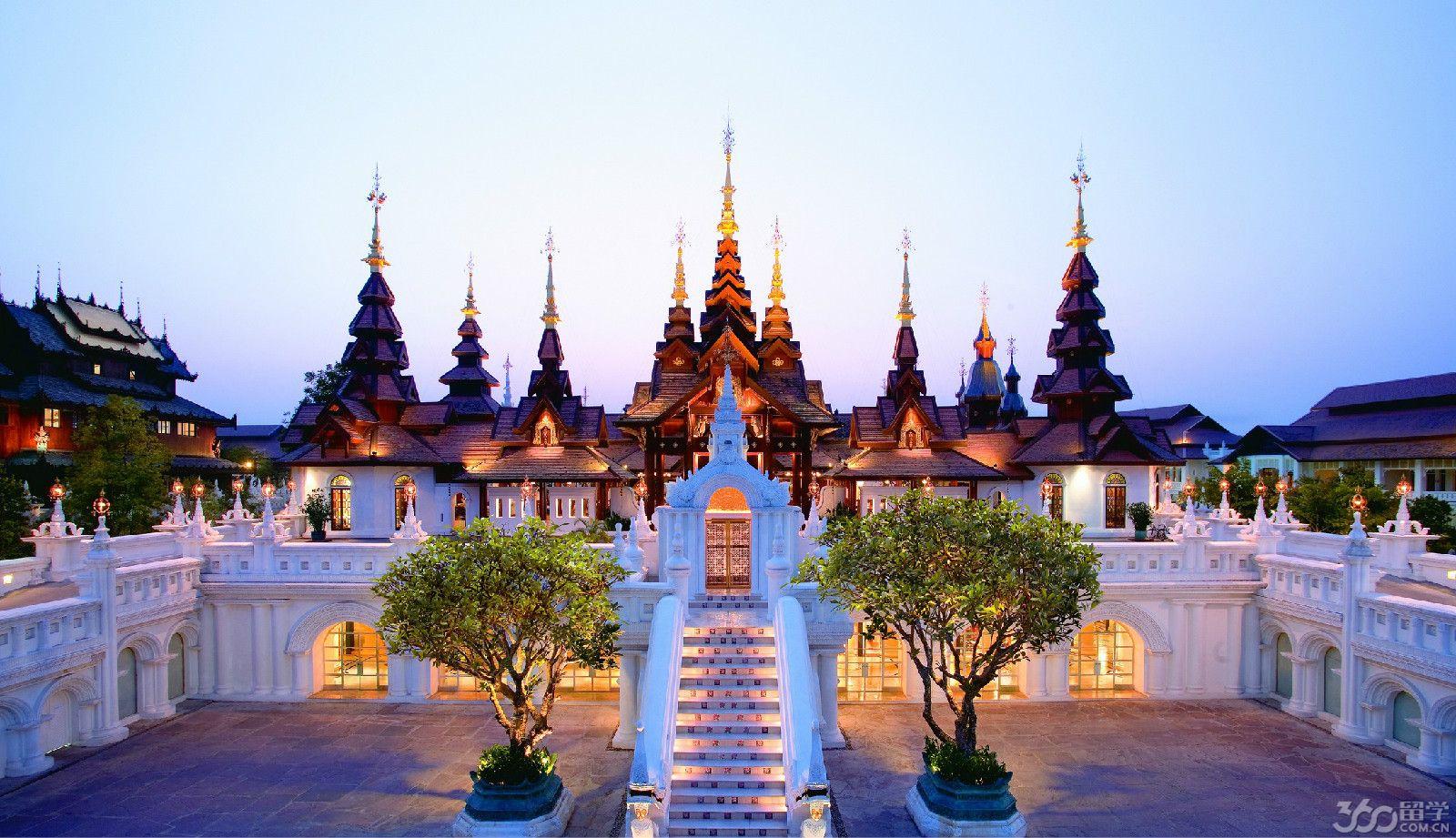 大学:   泰国一共有66所国立大学和42所私立高等院校。目前,泰国的公立和私立大学共设有356门国际课程,这些课程全部使用英语教学,有本科生和研究生学制,其中24所大学里的70个学科有122个本科生课程;21所大学里的112学科有176个硕士学位课程,12所大学里32个学科有58个博士学位课程。在这些课程里外国和泰国学生可采用学分制。入学要求根据各课程和大学入学政策的性质各有不同。   入学资格:   1、 学士学位:学分制,一般学制4年。申请者必须完成其高中教育或相当于12年学历才能在泰国申请学