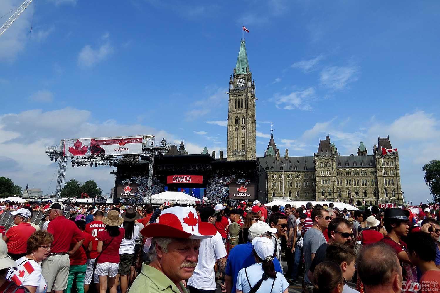 加拿大留学签证续签:要提供成绩报告单 - 教育