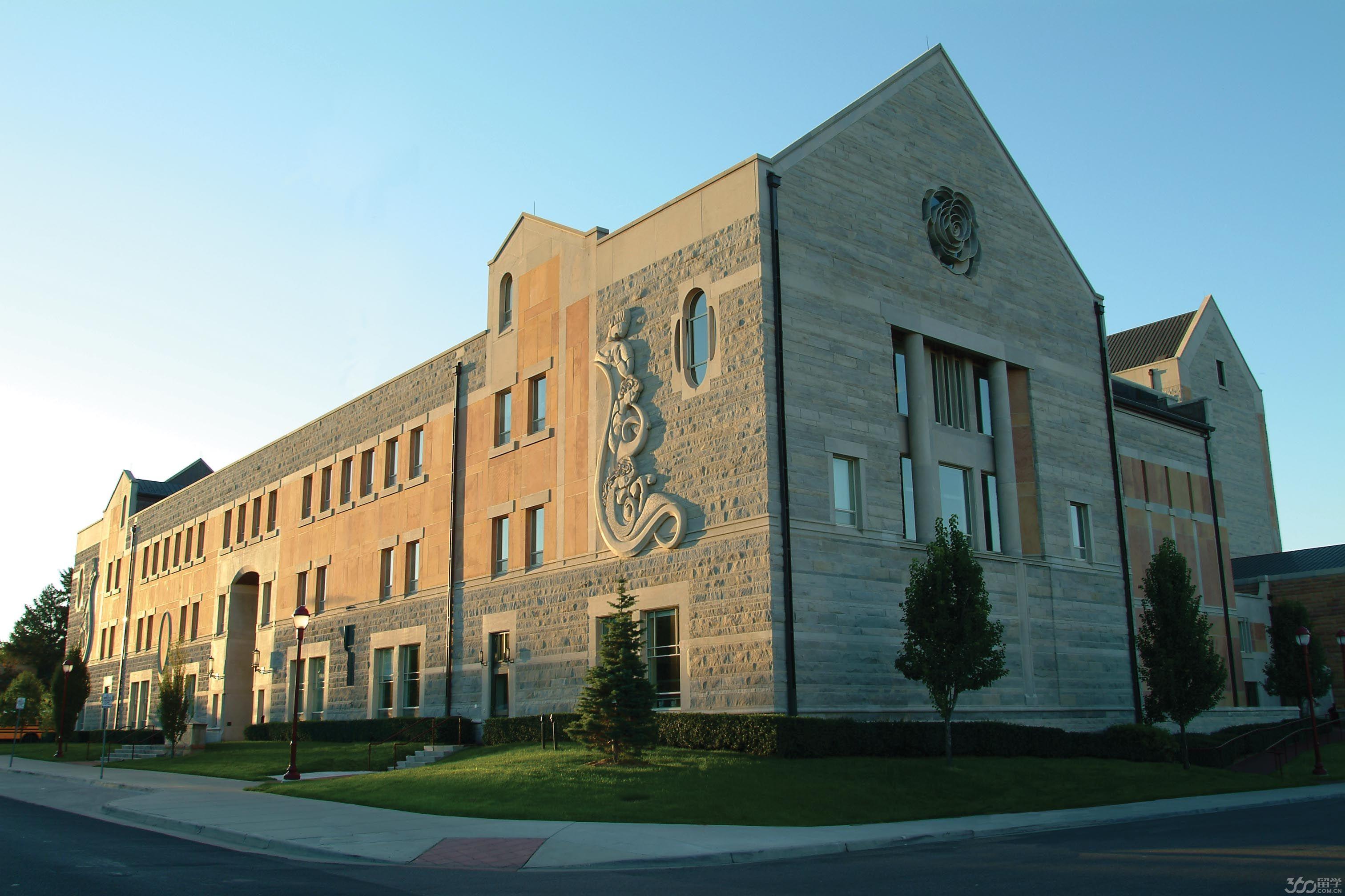拉蒙特音乐学院(Lamont School of Music)和其戏剧系也正在成长为DU的强势学院,该学院教学楼纽曼表演艺术中心(Newman Center for the Performing Arts)耗资就高达7500万美元。该中心包括一个拥有1000个座位和四层看台的歌剧院,一个由3000个金属管组成的该地区最大的管风琴,以及其他音乐教室和戏剧表演室。另外,该学院还拥有自己的图书馆Music Library。仅在2001年,学院就从施泰韦钢琴公司购买了85家钢琴。该学院已经成为该地区那些喜