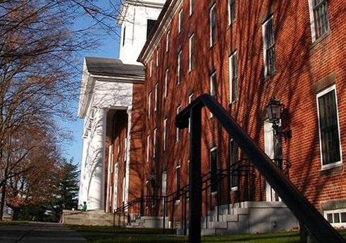 当时校园内一共仅有五幢楼,分别为南方学院大楼,北方学院大楼,宿舍楼图片