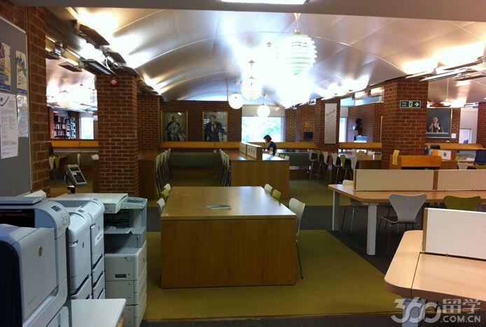 英国萨塞克斯大学专业设置