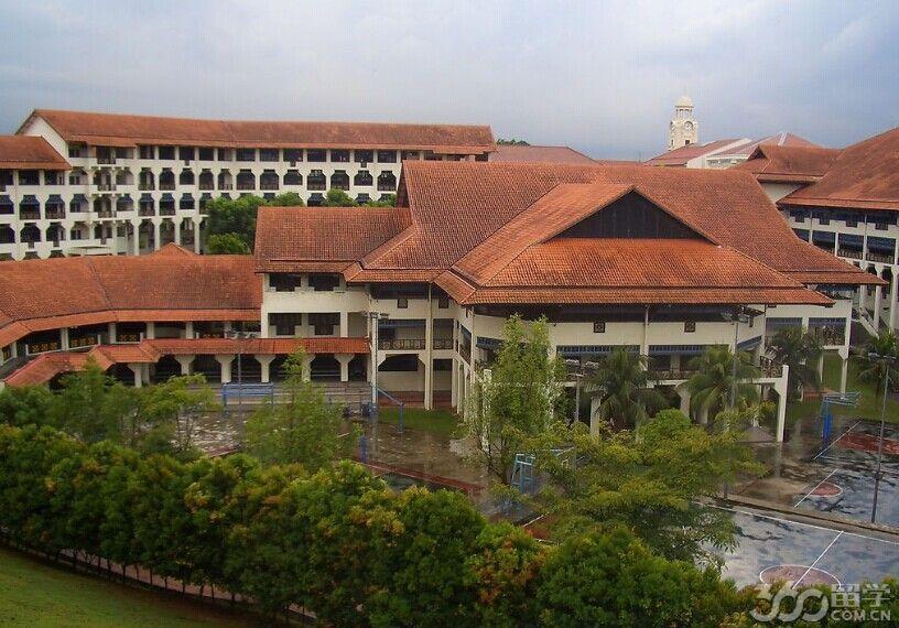新加坡华侨中学开设课程