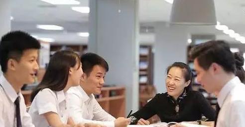 博仁大学校服_泰国大学为何规定要穿校服 - 留学热点 - 立思辰留学