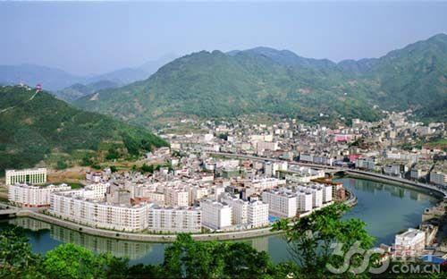 大巴山北麓,南与重庆市城口县接壤,北与安康市汉滨区,西与紫阳县,东与图片