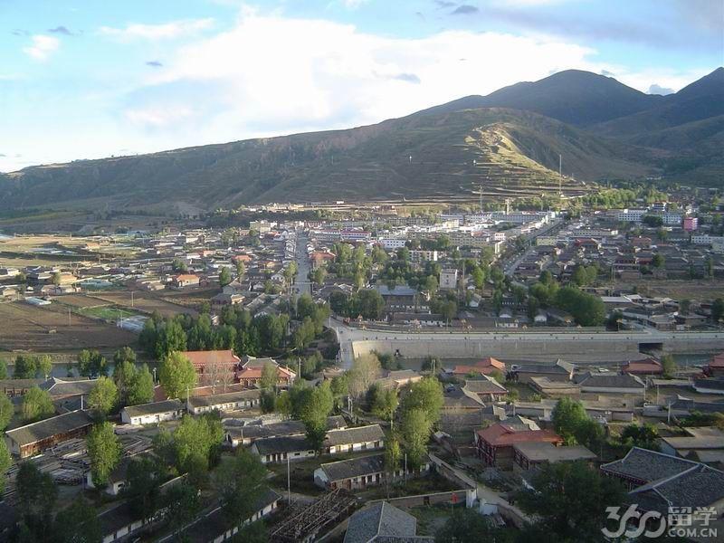 炉霍县属四川省甘孜州,位于甘孜藏族自治州中北部,东接道孚县
