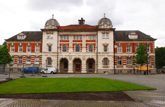 伦敦艺术大学_2017年贝尔法斯特女王大学与伦敦艺术大学哪个好