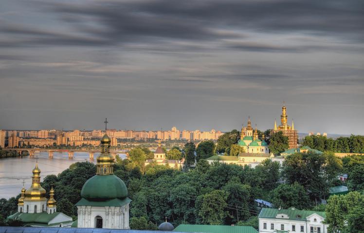 乌克兰留学:严格遵守法律和学校的校规