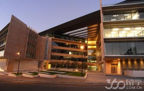 昆士兰大学商学院法学院本科申请条件