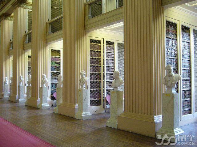 2017年爱丁堡大学本科生英语要求