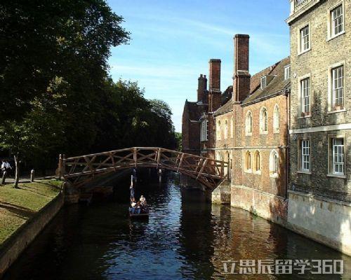 英本地大学生欢迎外国留学生