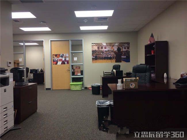 2017年橘郡路德高中课程设置图片