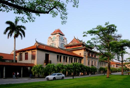吉隆坡建设大学生活花费多少