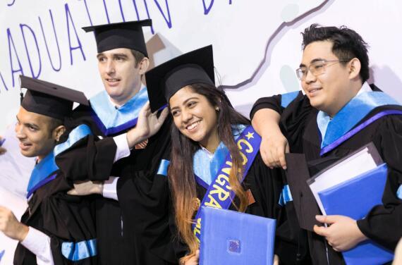 斯坦佛2016毕业典礼,哪张图戳中了你的回忆?