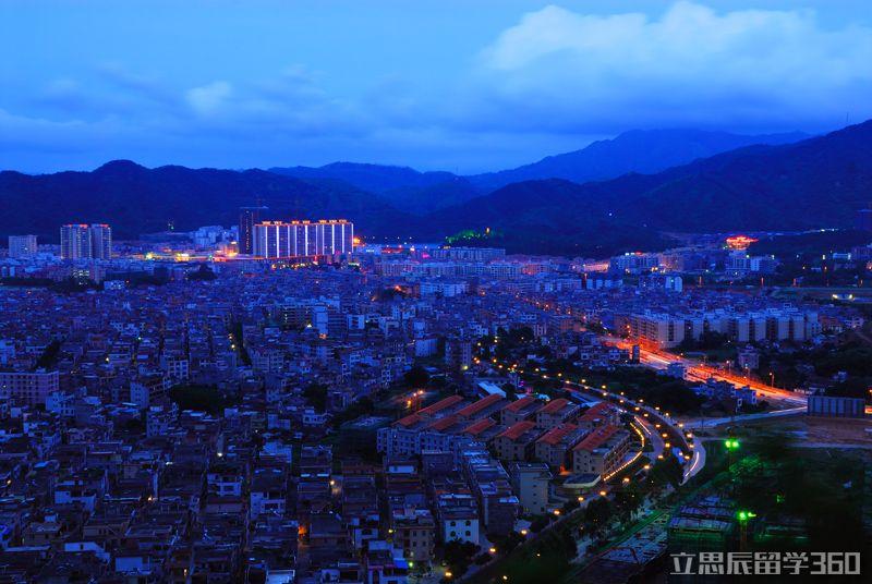 阳春市位于广东省西南部,漠阳江中上游,东连恩平市,东南与阳东区