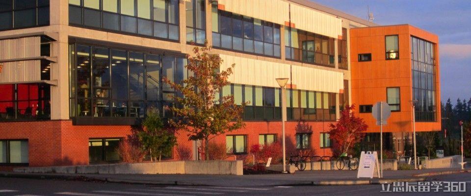 市区现有11处大型购物中心,3座大型公园,高尔夫球场,公共图书馆,区域图片