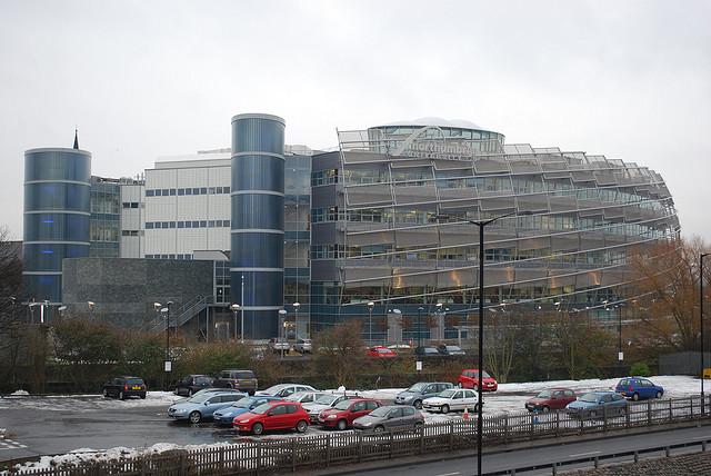 诺森比亚大学位于英格兰东北区首府、Tyne泰恩河畔的纽卡斯尔市中心,其规模现居英国大学第三位。大学现有三个校区,所在的纽卡斯尔市是英格兰东北部首府,也是当地文化,社交,体育,教育及商业获得的中心,被评为英国最具欧洲情调的城市,自19世纪以来就被誉为活力之城在全市30万人口中,有4.