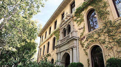加州多明尼克大学