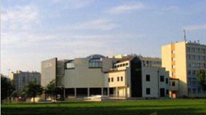 圣十字工业大学