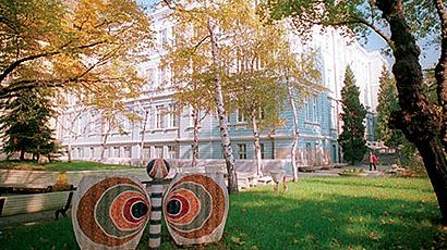 瓦尔纳经济大学