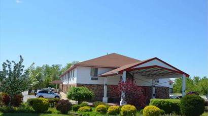 校园占地9英亩,有3个教学翼楼,3个科学实验室,图书馆,大学咨询中心,舞图片